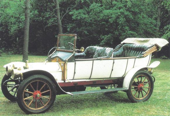 Een Motobloc 12 HP Type O double-phaéton uit 1910.