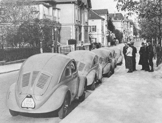 Vijf van de 30 testwagens voor een rit in 1937.