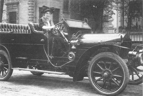 Minerva 40 PK zescilinder uit 1907.