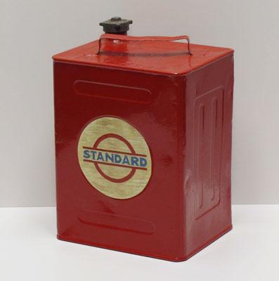 Standard Oil. Nederlands benzineblik 10 l. van APC Den Haag uit 1935.