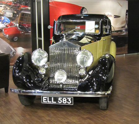 Een Rolls-Royce 25-30 HP, Coupe De Ville, Gurney Nutting uit 1938 op de Techno Classica 2015 in Essen.
