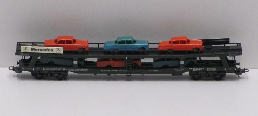 Treinstel van Lima voor transport van Mercedes auto's.