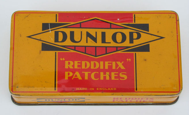 Een blikken doosje Dunlop bandenplakkers.