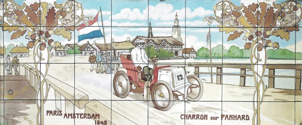 Charron met een Panhard tijdens de wedstrijd Parijs-Amsterdam in 1898.