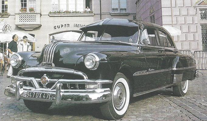 Een Pontiac Chieftain DeLuxe Eight uit 1951.