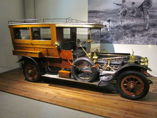 Rolls-Royce 40-50-HP Silver Ghost Croall & Croall Shooting Brake uit 1910. (Louwman Museum in Den Haag)