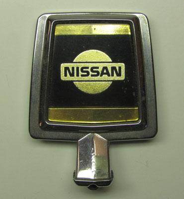 Motorkap ornament van Nissan.