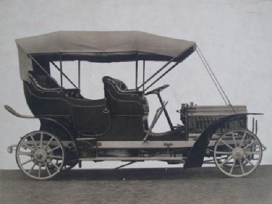 Panhard & Levassor met Botiaux carrosserie uit 1904.