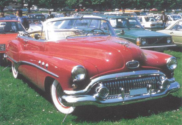 Buick Roadmaster Convertible (1951-1952).