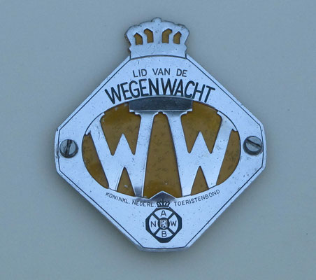Lichtmetalen Wegenwacht embleem in 2 delen.