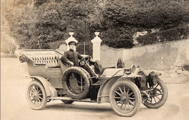 Een Lorraine-Dietrich met trotse chauffeur.
