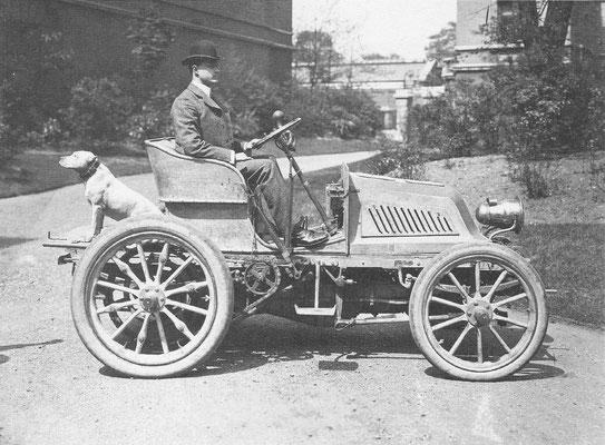 Mors Petit Duc uit 1902 met C.S. Rolls achter het stuur.