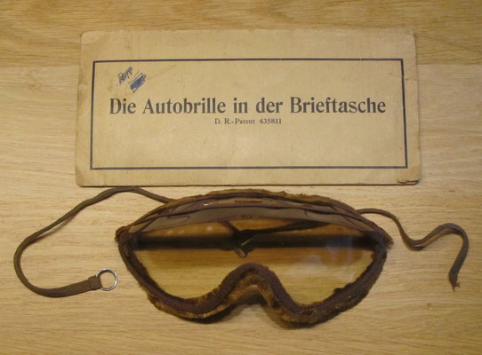 Een stofbril uit begin vorige eeuw, die gemakkelijk meegenomen kon worden.