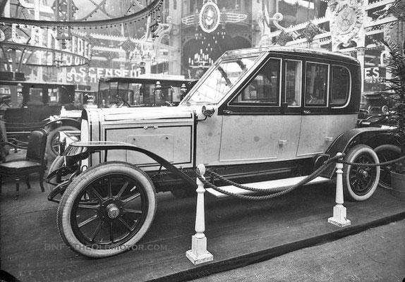 Pipe limousine tentoongesteld op de Salon de l'Auto 1910 in Frankrijk.