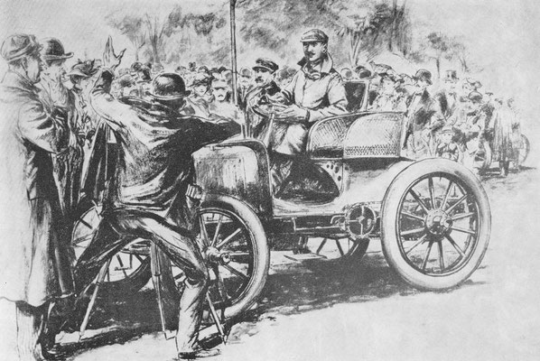 Charron met zijn Panhard, winnaar van de rit Parijs-Amsterdam-Parijs in 1898, laat zich aan de start in Parijs fotograferen.