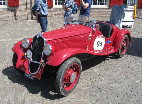 Een Fiat 508S Balilla uit 1933 op het Concours d'Élégance 2016 op Paleis Het Loo in Apeldoorn.