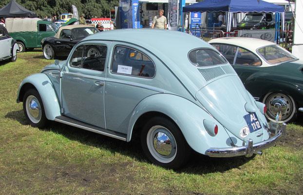 Een Volkswagen type 1/11 uit 1956 bij het Concours d'Élégance 2016 op Paleis Het Loo in Apeldoorn.