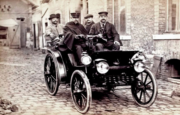 Emile Delahaye in de Course Automobile Paris-Marseille in 1896. (foto collection Jules Beau)