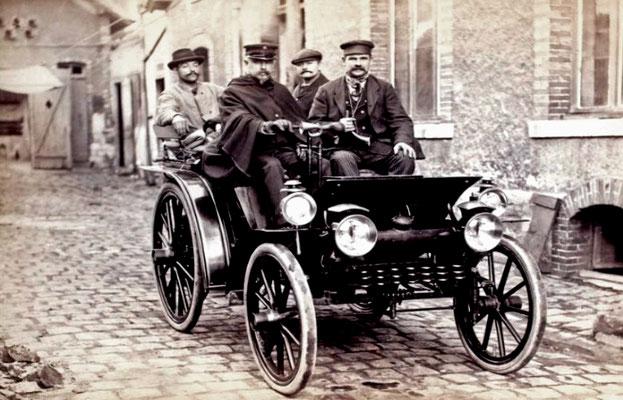 Emile Delahaye in de Course Automobile Paris-Marseille in 1896. (foto collection Jules Beau)
