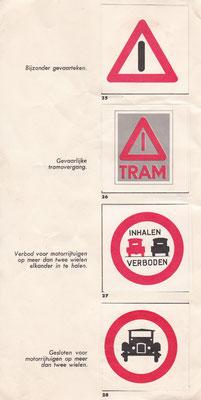 Verkeersalbum van Friesche Vlag met verzamelplaatjes van verkeersborden.