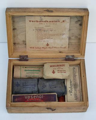 Een houten verbandkistje uit de DDR.