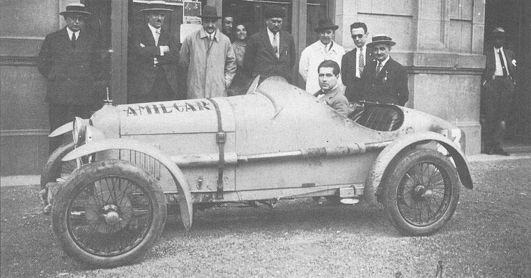 Een Amilcar 4-cilinder 1100 cc zijklepper in vroegere tijden.