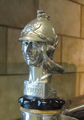 Mascotte Minerva, de Romeinse godin Minerva, ontworpen door Pierre de Soete.