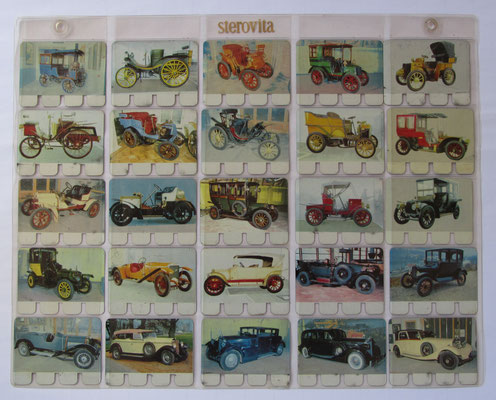 Verzameling 1 t/m 25 van totaal 100 metalen autoplaatjes in de originele showtas. Uitgegeven in de zestiger jaren door N.V. Sterovita Melkprodukten.