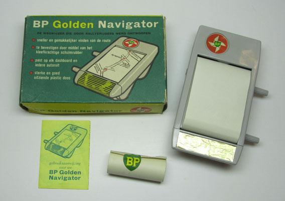 Een navigatiesysteem uitgegeven door BP inclusief een reserve rol papier.