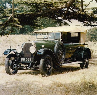 Austro-Daimler 19-70 pk uit 1925, een ontwerp van professor Porsche. De auto werd eind jaren 20 als ADM-BK als 1-100 pk racewagen gebruikt.
