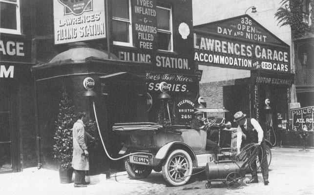 Service station in Zuid Londen in 1921.