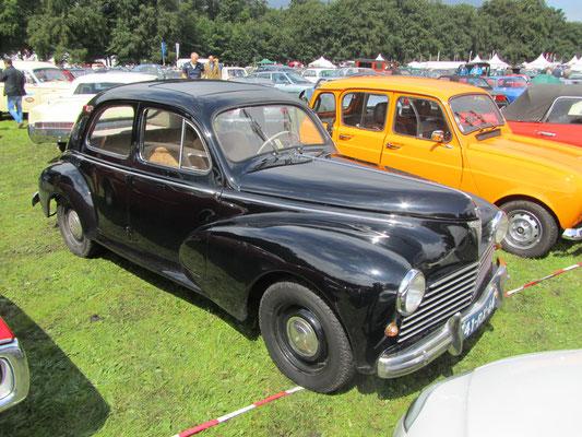 Een Peugeot 203A uit 1954.