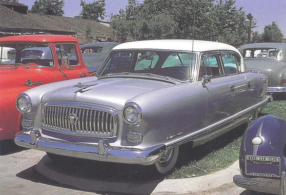 Een Nash Ambassador, gebouwd van 1952 tot 1954.