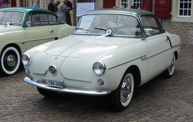 Fiat 600 Viotti Coupé uit 1957. (Concours d'Élégance 2016 op Paleis Het Loo in Apeldoorn)