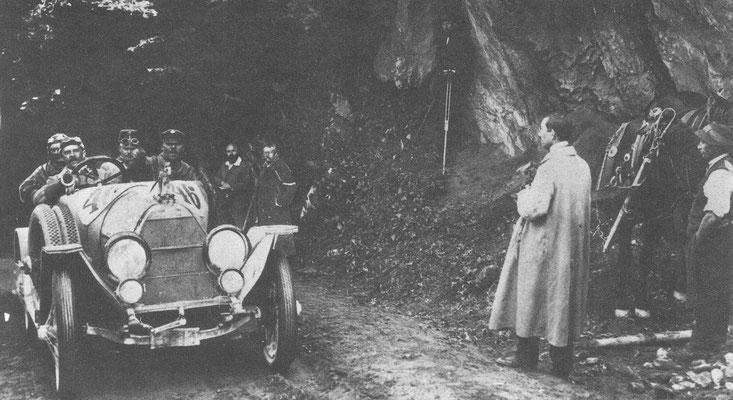 Een Austro Daimler in een Oostenrijkse Alpen-wedstrijd in 1914.