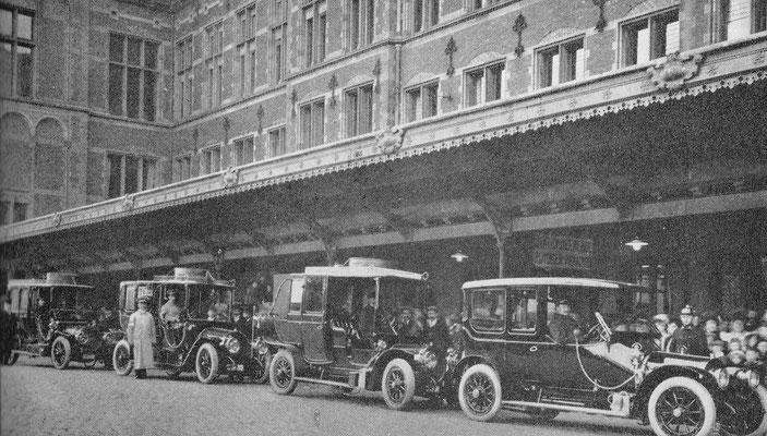 Nadat koningin Wilhelmina in 1911 haar eerste Spijker had gekocht maakte ze bij officiële gelegenheden zoals haar bezoek aan Amsterdam uitsluitend gebruik van Spijker limousines.
