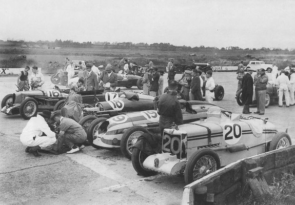 De 500 mijlen van Brooklands in 1934, kort voor de start.
