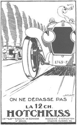 Franse advertentie voor Hotchkiss uit 1924 getekend door Alexis Kow. De auto die door de Hotchkiss wordt ingehaald is geen Rolls-Royce maar waarschijnlijk een Sizaire Frères.
