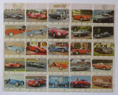 Verzameling 51 t/m 75 van totaal 100 metalen autoplaatjes in de originele showtas. Uitgegeven in de zestiger jaren door N.V. Sterovita Melkprodukten.