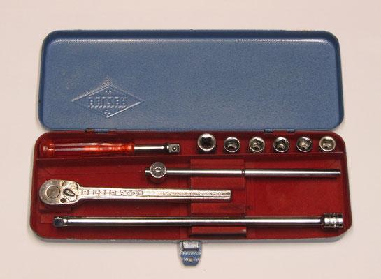 Belzer doppenset, metalen cassette, ratel nr.7750, kruk nr. 7754, verlengstuk nr. 7763, handvat Belzeryl, doppen nr. 7400 maten 17, 13, 11, 10, 9 en 8.