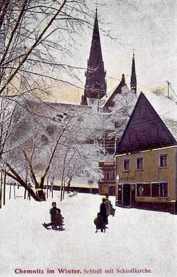 An der Schlosskirche im Schnee