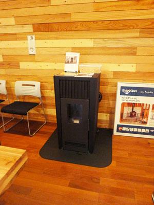 暖房は環境と人に優しいペレットストーブを導入。