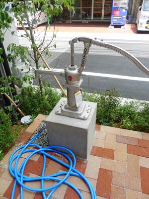 災害時に近隣の人も利用できるように、雨水