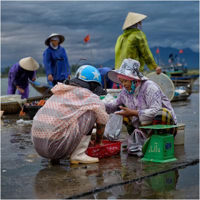 auf dem Fischmarkt von Hoi An