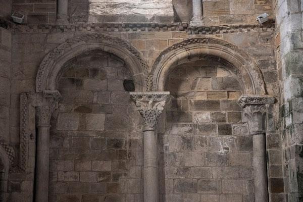Baptistère, vestiges de l'église des moines XIIe ©Pierre Champion