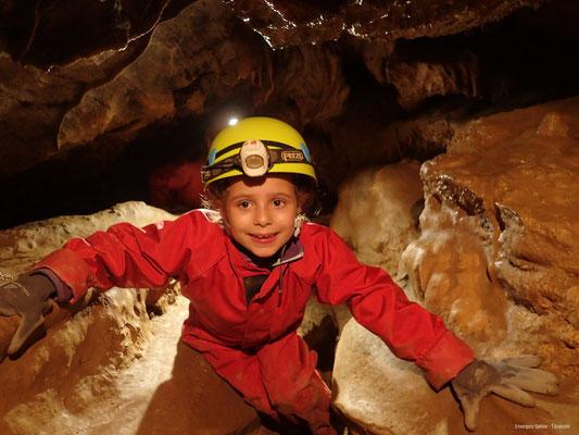 Grotte de la Pale en famille ©Envergure Speleo