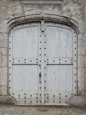 Belle porte avec linteau, rue du général de Gaulle