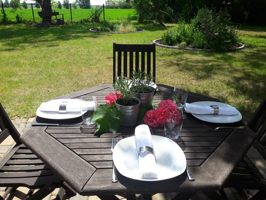 Im Sommer bietet unser Garten ein herrliches Ambiente für Ihre Grillevents...