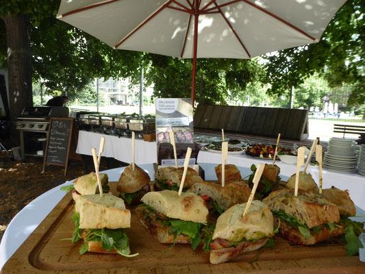 Grillbuffet beim Sommerfest für den Berliner Senat (in Zusammenarbeit mit Wedding-Catering)
