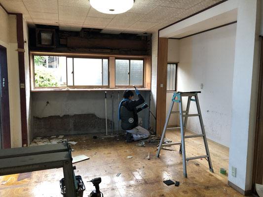 キッチンリフォーム工事。キッチン解体中。